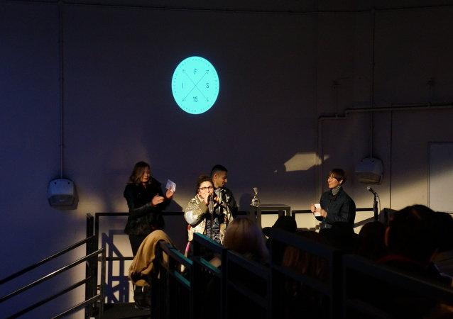 Premiación de Julia Männistö en la Semana de la Moda de Londres