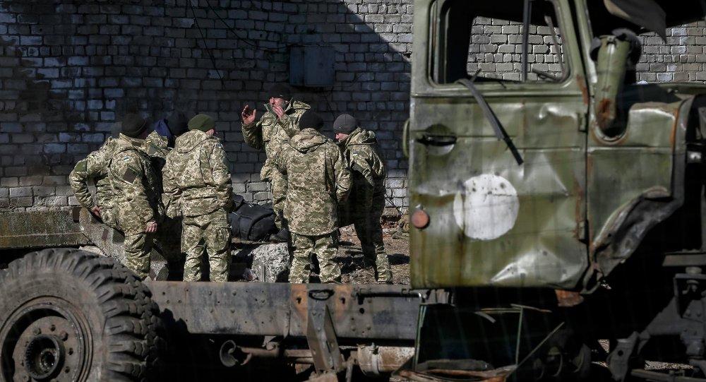 Militares ucranianos en el este de país