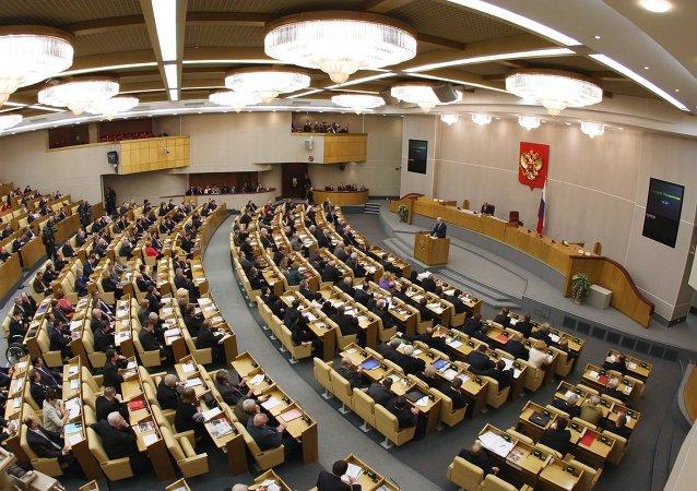 Los salarios de los diputados rusos podrían reducirse en un 10%