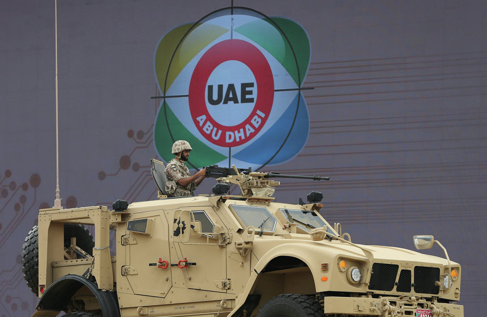 Militares emiratíes en la feria de armamento IDEX 2015 en Abu Dabi