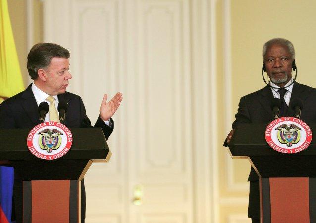 Juan Manuel Santos, presidente de Colombia, y Kofi Annan, ex secretario general de la ONU en Bogotá