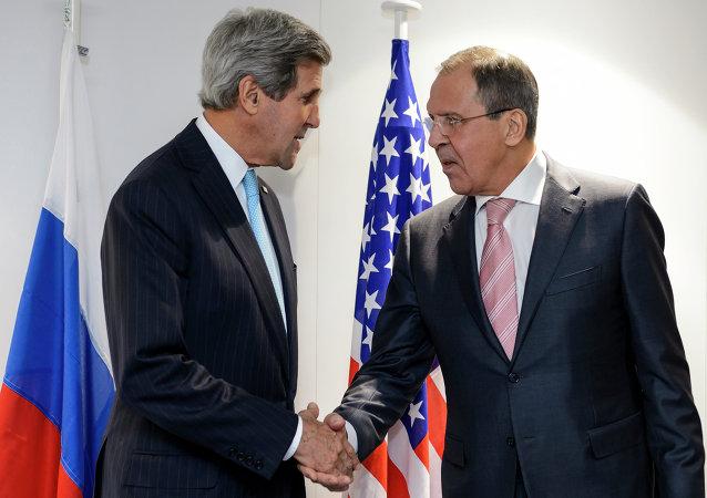 Serguéi Lavrov, Ministro de Asuntos Exteriores de Rusia, y John Kerry, secretario de Estado de EEUU (Archivo)