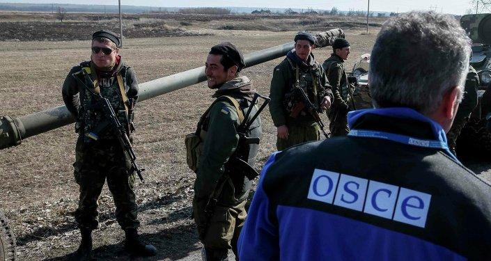 Miembros de la OSCE en Ucrania (archivo)