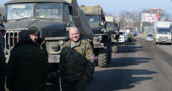 Las milicias de Donbás afirman haber terminado la retirada de armas pesadas