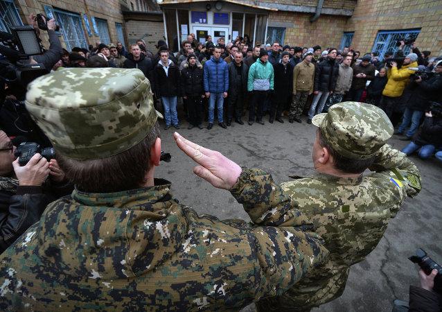 """Asesor de Poroshenko tilda de """"drogatas e idiotas"""" a los reclutas ucranianos"""