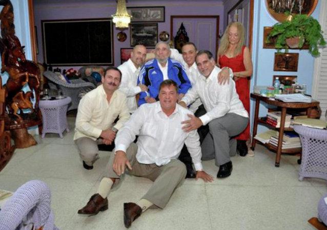 Fidel Castro se ha reunido durante cinco horas con los cubanos liberados recientemente de cárceles estadounidenses