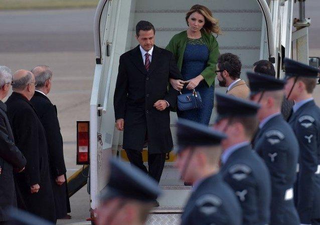Presidente de México Enrique Peña Nieto y su esposa Angélica Rivera
