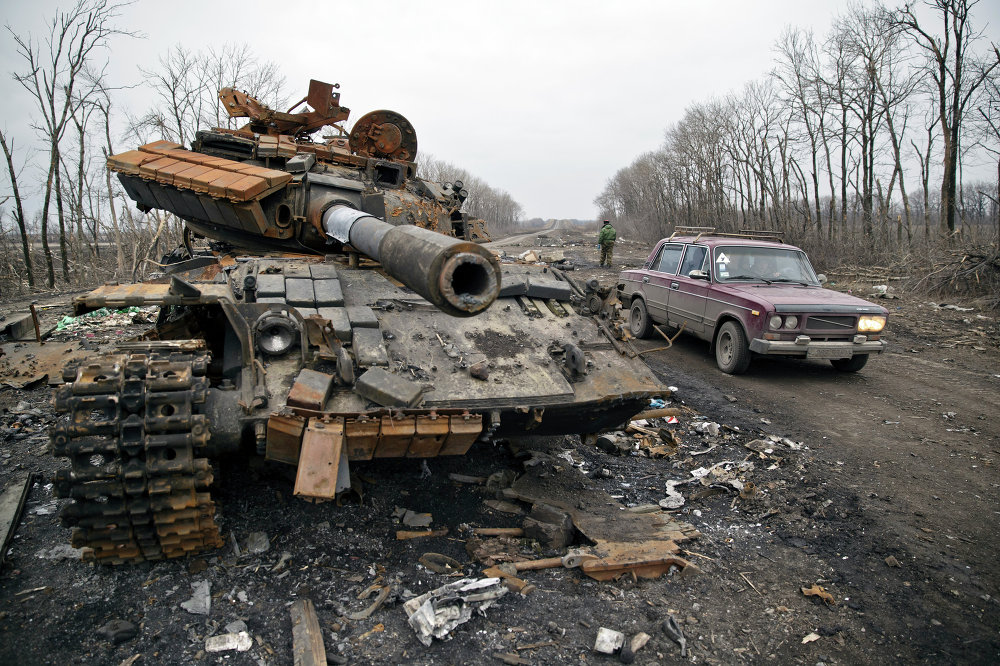 Carro de combate del Ejército ucraniano en Chernujino, localidad en la provincia de Lugansk