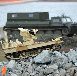 Robot de combate armado con la ametralladora de Kord a la feria Russia Arms Expo - 2013 (Archivo)