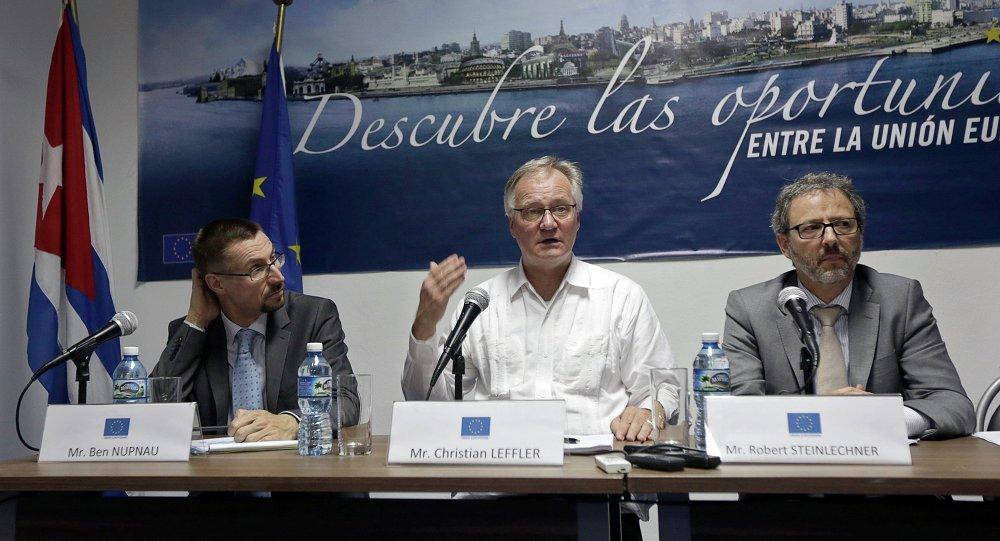 Christian Leffler (centro), director general para América del Servicio Europeo de Acción Exterior