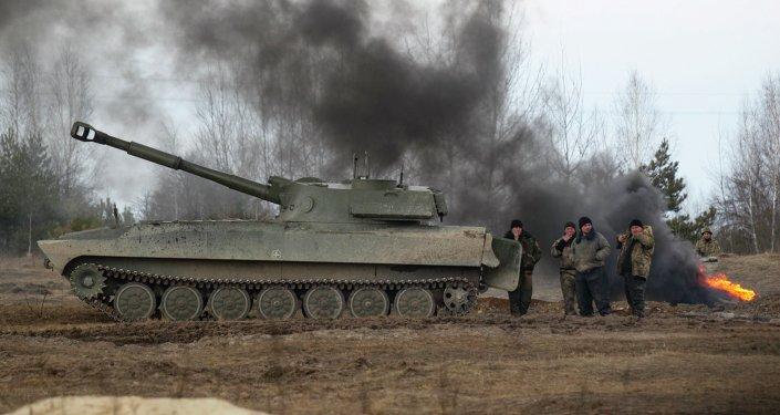 Paracaidistas ucranianos recién movilizados cerca de cuidad ucraniano de Zhitomir