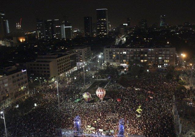 Manifestación contra el gobierno del primer ministro israelí, Benjamin Netanyahu en la Plaza Rabin en Tel Aviv