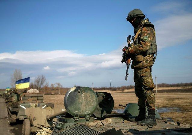 Un convoy de las fuerzas armadas de Ucrania retirarse de la región Debáltsevo, 27 de febrero 201