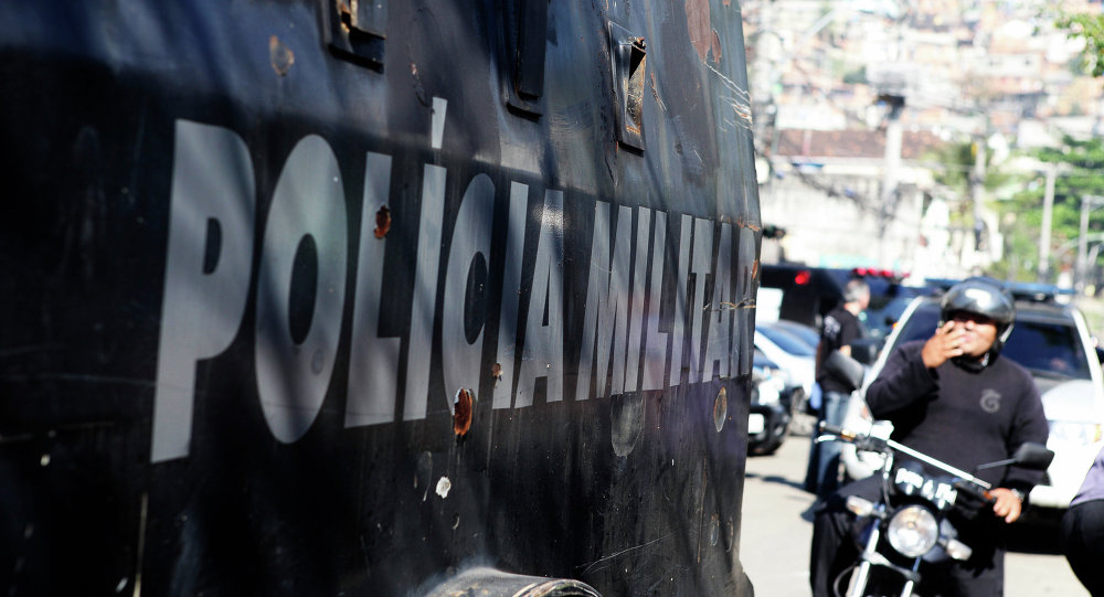 Полиция в фавелах Линс