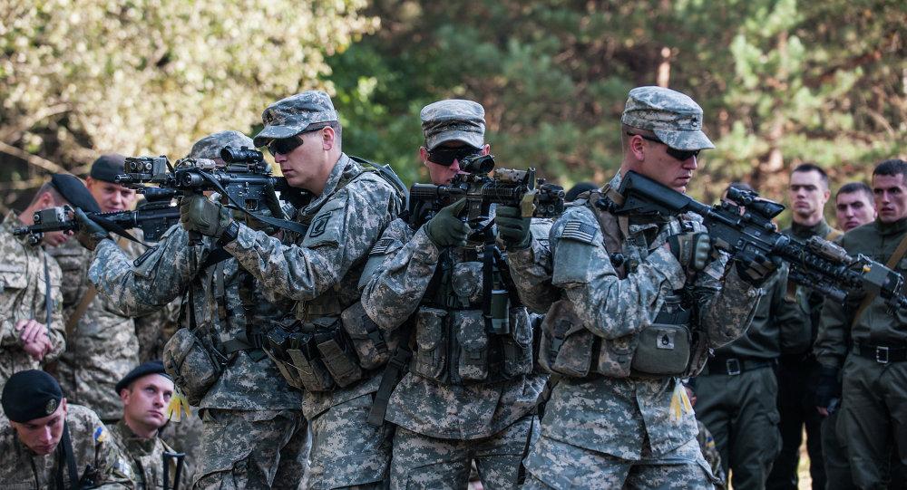 Militares ucranianos y estadounidenses