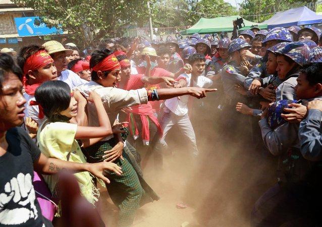 Manifestación estudiantil en la ciudad de Letpadan