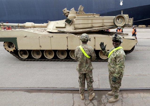 Tanques norteamericanos Abrams llegan a Riga