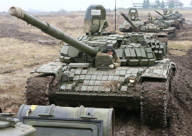 Carros de combate T-72 en la región de Kaliningrad