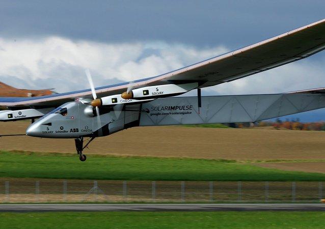 El avión Solar Impulse 2 aterriza en la India