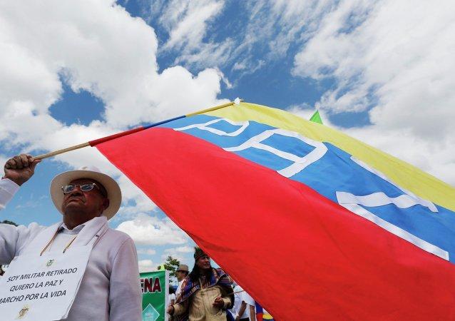 Marcha por la vida en Bogotá, que apoya las negociaciones de paz entre el Gobierno y FARC