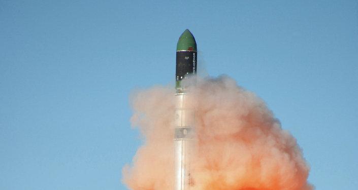 Lanzamiento del cohete RS-20 Dniepr (archivo)