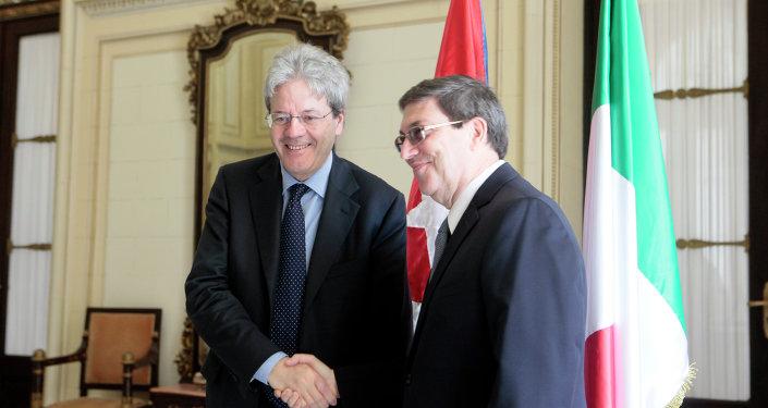 Visita oficial del Canciller de Italia Paolo Gentiloni (izda.) a Cuba