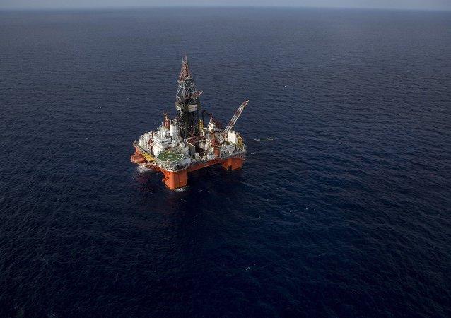 Equipo de perforación semisumergible para operaciones en aguas ultra-profundas operada por Pemex