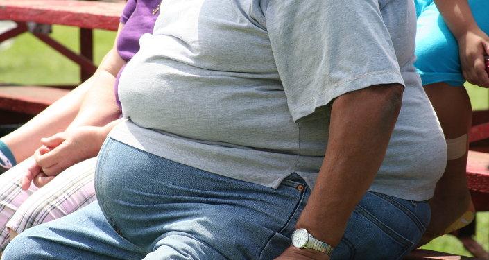 Un hombre gordo (imagen referencial)