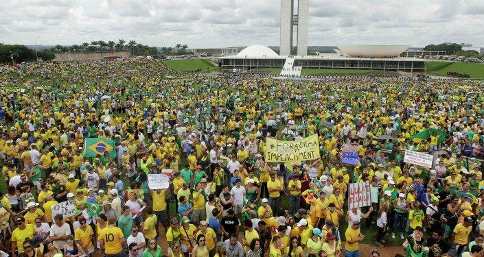 Dilma Rousseff cree que las manifestaciones refuerzan la fortaleza democrática de Brasil