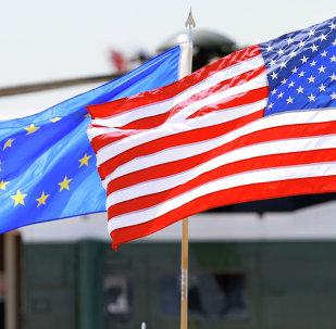 Las banderas de UE y EEUU
