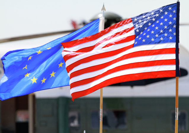 Banderas de la UE y EEUU (imagen referencial)