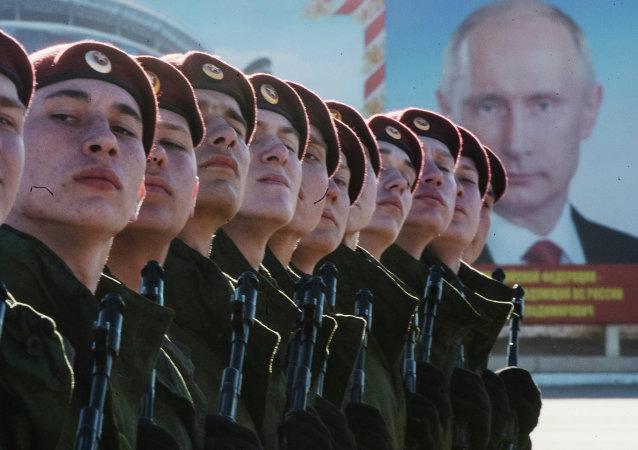 Ensayo del desfile de la Victoria en la Plaza Roja de Moscú