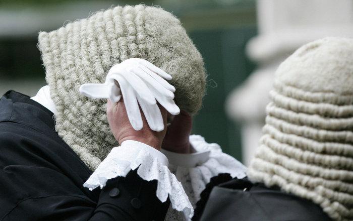 Jueces brit nicos despedidos por ver pornograf a en la for Ver videos porno en la oficina