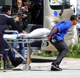 Evacuación de turistas del Museo del Bardo tras el ataque terrorista