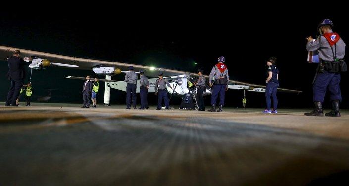El avión Solar Impulse 2 hace escala en Myanmar dentro de su vuelta al mundo