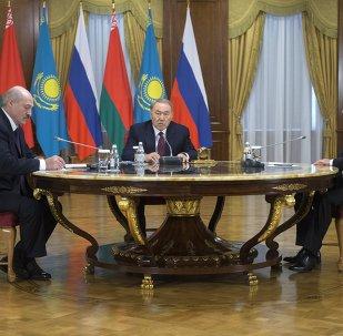 Alexandr Lukashenko, presidente de Bielorrusia, Nursultán Nazarbáev, presidente de Kazajistán y Vladímir Putin, presidente de Rusia