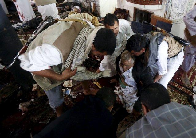 Consecuencias del atentado en una da las mezquitas en Saná