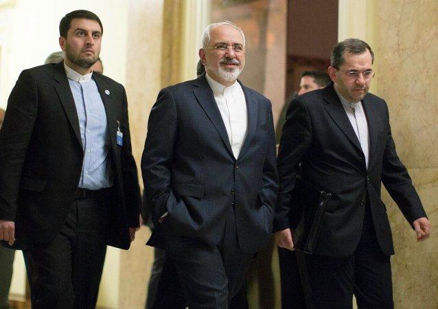 Mohamad Yavad Zarif, ministro de Exteriores de Irán (C)