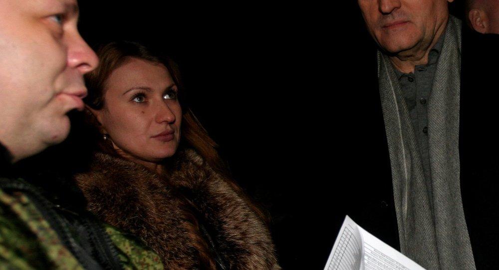 Daria Morózova, defensora de los derechos humanos de la RPD, durante el canje de prisioneros