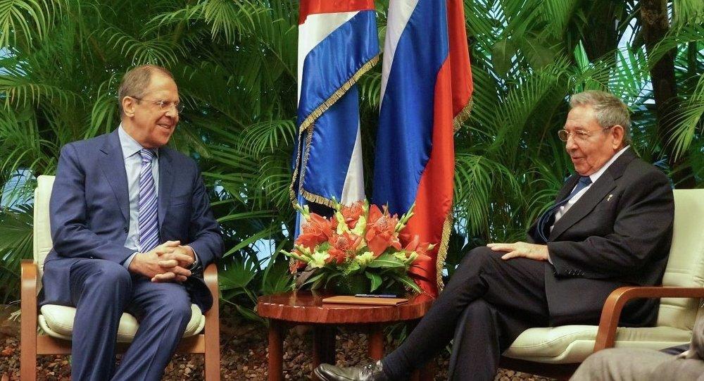 Serguéi Lavrov con Raúl Castro durante su visita a Cuba
