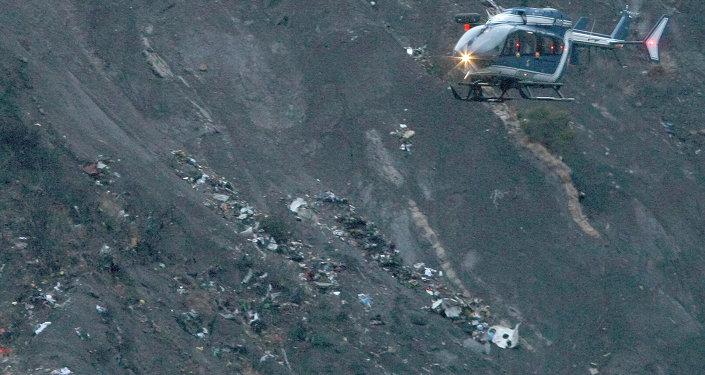 Los escombros del avión estrellado de Germanwings se dispersan en la ladera de la montaña cerca de Seyne les Alpes