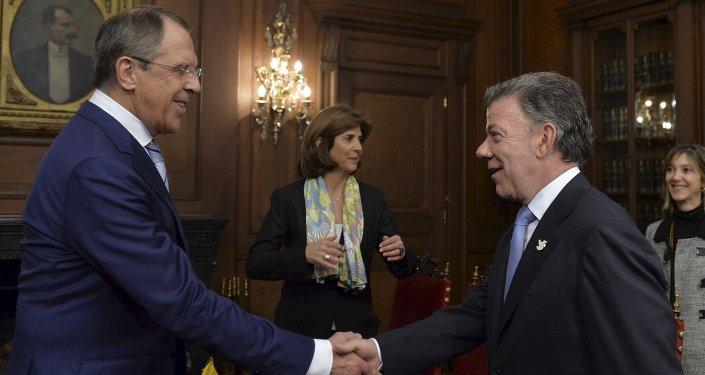 Serguéi Lavrov, ministro de Exteriores de Rusia, y Juan Manuel Santos, presidente de Colombia