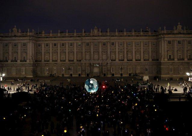 Palacio Real en Madrid durante la Hora de la Tierra