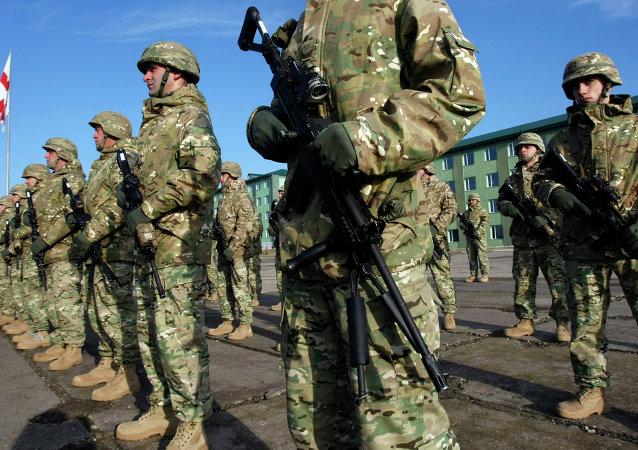 Soldados georgianos en la base militar Vaziani