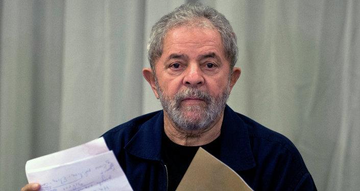 Expresidente de Brasil Luiz Inacio Lula da Silva en la reunión con los miembros del Partido de los Trabajadores (PT) en Sao Paulo