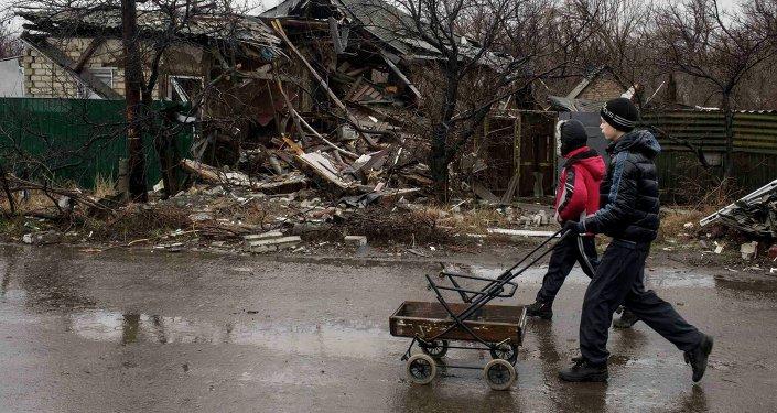 Más de 40 niños mueren en Donbás por las minas sin explotar, informa la ONU