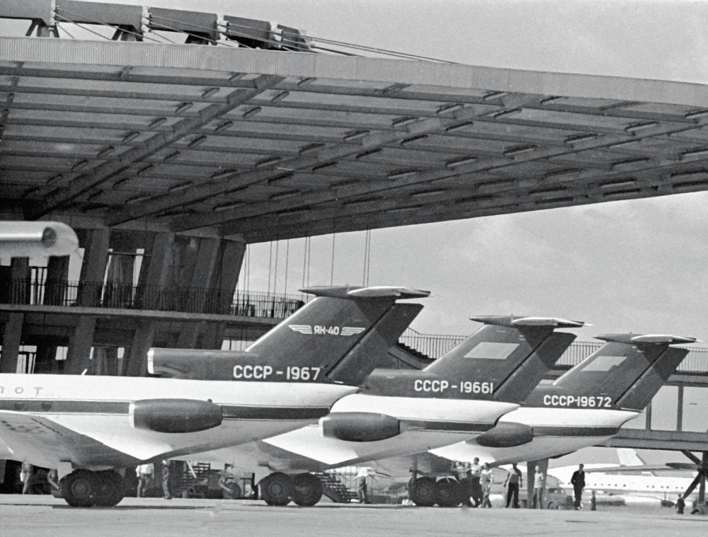 Aviones Yak-40 en el aeropuerto moscovita de Sheremetyevo