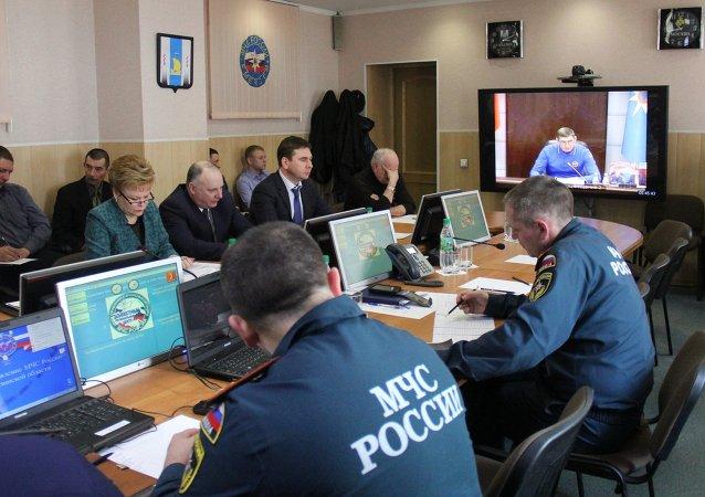 Rescatistas rusos buscan a las víctimas del naufragio de pesquero