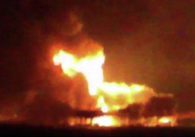 Plataforma petrolera incendiada en el Golfo de Mexico