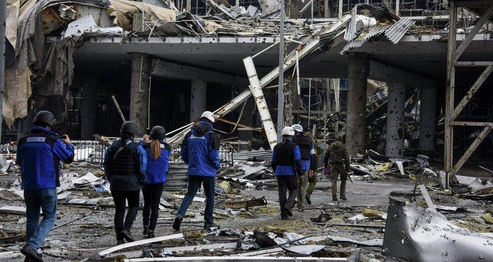 Edificio del aeropuerto destruido de Donetsk